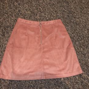 Rosa nederdel fra Primark i en størrelse 36, byd gerne! ✨
