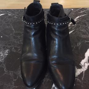 Fine støvler i lækker kvalitet.