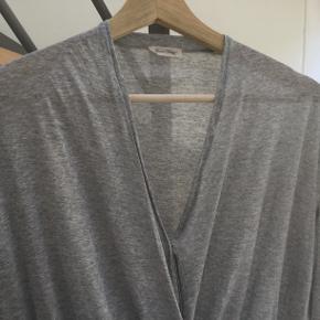 Rigtig fin bluse i tyndt viskose-stof.