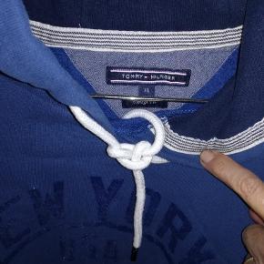 Varetype: Hættetrøje Farve: Blå