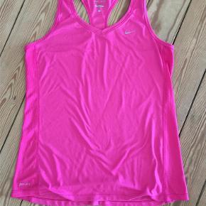 Varetype: trænings top Størrelse: L Farve: pink Oprindelig købspris: 350 kr.  Den klassiske kvalitetstop fra Nike ..