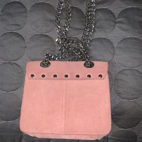 Taske fra Nunoo, brugt meget få gange og fremstår derfor næsten som ny.