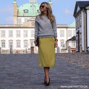 Elegant sennepsgul nederdel fra Neo Noir. Falder vildt pænt, rynk bag på så sidder behageligt. Er som ny  #30dayssellout