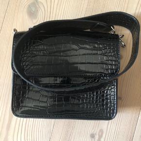 Næsten ny hvisk taske, brugt få gange.