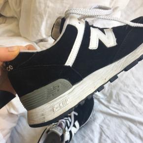 Sorte new balance Sneakers købt i Madrid. De er ikke brugt meget derfor er prisen 150, men ellers kom med et bud! 😊