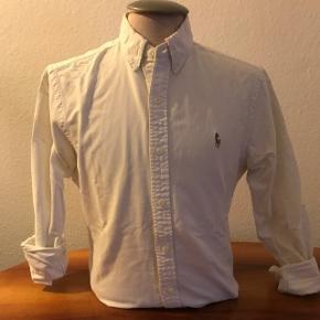 Ralph Lauren skjorte i slimfit str. M. Køber betaler fragt. Skriv for mere info :-)
