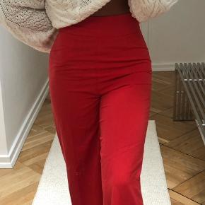 BYD! Fine vila bukser i en rød/ lakserød farve🌸