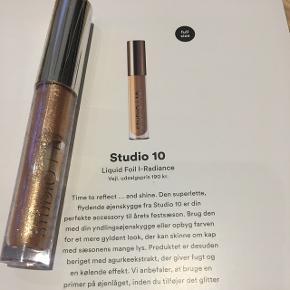 Studio 10 øjenskygge, guld. Fra Goodiebox. Aldrig åbnet.