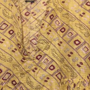Så fin kjole fra Isabel Marant. Kjolen er brugt men passet godt på. Kan ikke huske str og mærket er klippet væk. Den måler i brystmål 42 cm. Se venligst mine andre annoncer.