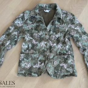 Rigtig sød jakke i bomuld med sommerfugletryk, fra Bonaparte Kids. Kom med et bud....  Jakke Farve: Grøn