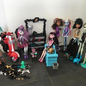 Varetype: Monster High dukker & tilbehør, dagbog, samlebilleder i bog, puslespil Størrelse: Standard Farve: Ja Oprindelig købspris: 4000 kr.  Kom med et bud på det hele samlet