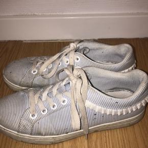 Sneakers, God, men brugt. Kolstrup - De er lidt beskidte men det kan man gøre rent. Sneakers, Kolstrup. God, men brugt, Brugt en periode og har derfor mindre tegn på brug