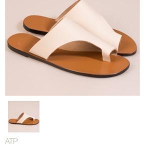 Super fine sandaler. Modellen hedder Rosa, ICE White cuttoff. Nypris 1295,- Kommer i original æske