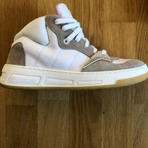Worn once.  Price new was over 2000 kr They have some marks because they we in a moving box. They are not as bad as they seem in the picture.