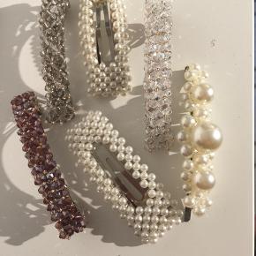 Brugt ca 3 gange  Nypris 450kr  💛🌸🛍  Spænder perler perle