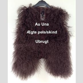 Vest fra Au Una. Aldrig brugt, med prismærker, fejler intet. Ægte skind og pels. Størrelsen er 36. Bytter ikke.