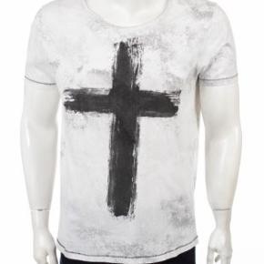 Fed tshirt fra SMOG med kors.  Giv et bud