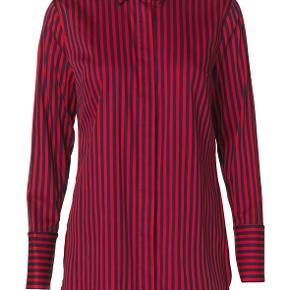 Blå og rød ternet Tiranamus skjorte fra Malene Birger. Bytter ikke.