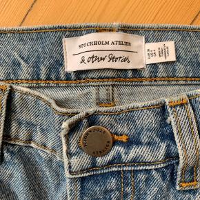 Denim/cowboy-nederdel (brugt 1 gang, desværre for lille).