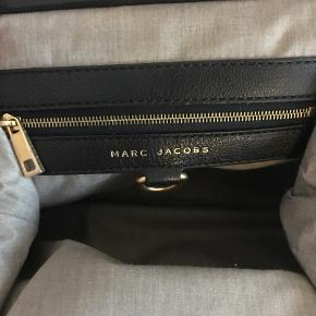 Klassisk Stam bag fra Marc Jacobs i quiltet læder. Dustbag medfølger. Kun brugt et par gange og har ellers været opbevaret i dustbag og passet godt på.