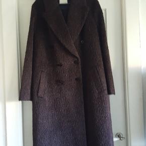 Flot frakke let oversized i Lyngfarvet