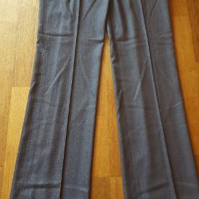 1d45f265d06 Grå Hugo Boss bukser i str. 42 af 48% uld, 50% viscose