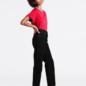 Vildt lækre jeans fra Levi's som kun er brugt få gange. Modellen er Ribcage straight i en str. w: 23 L: 27