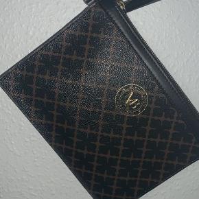 Sælger denne Malene Birger pung/taske/clutch, brugt et par gange,  ingen brugstegn og står derfor som ny.