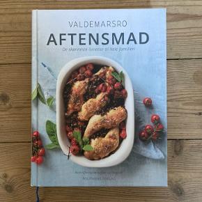 """Valdemarsro kogebog """"aftensmad"""".   Fremstår som ny   Afhentes på Nørrebro"""