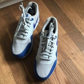 Air max sneakers fra Nike. Str 41, fitter normalt. Brugt max 3 gange.