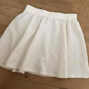 Hvid Envii nederdel, købt brugt. Kender derfor ikke den oprindelige pris (ville skyde på 300). Jeg købte den for 150.