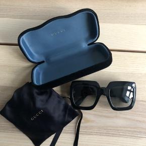 Sælger mine Gucci solbriller købt i Synoptik, brugt men uden ridser.