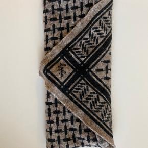 Lala berlin størrelse small - farven er udgået og hedder stradivari dark brown melange  Prisen er ikke fast, så byd gerne