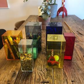 Flotte kasser fra Nomess i forskellige størrelser. Fejler intet ud over små micro ridser i bunden hist og der.