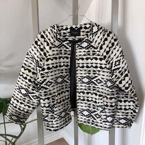 Str. S/M Tynd jakke - kan bruges indenfor som en blazer eller som jakke til sommer