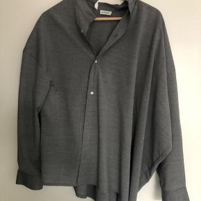 Noma skjorte - brugt få gange. Fremstår uden brugsspor.