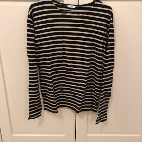 Sød, blød langærmet bluse med striber fra Envii - nærmest ikke brugt ✨ #30dayssellout
