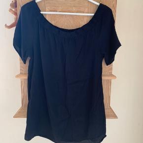 Fin off-shoulder  t-shirt   Byd🌸