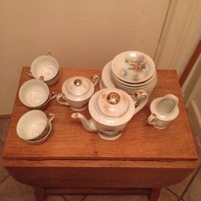 Japansk te sæt med guld kant.