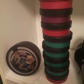 8 dåser a 50 ml og en a 200 ml sælges kun samlet :) De er helt nye og uåbnet :)