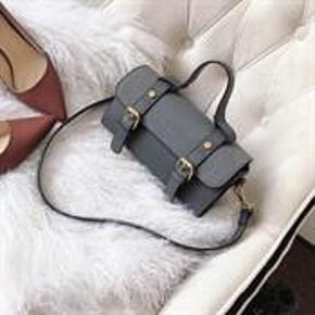 Smart taske i grå med et rum.