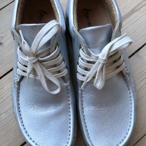 Barabara sølv sko. Brugt gå gange, men med slitage på front
