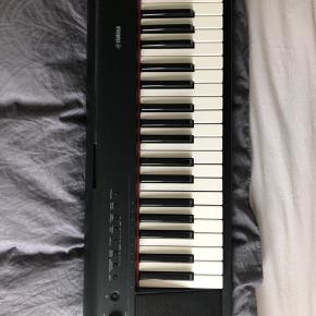 YAMAHA keyboard in a good condition  Comes together with legs  Selling because I'm moving and don't have space for it anymore