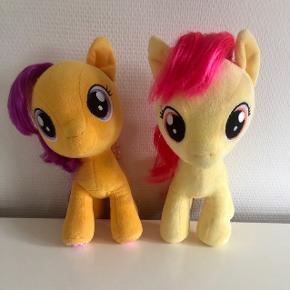 Scootaloo og Applebloom søger nyt, kærligt hjem. De er i rigtig flot stand. Sælges samlet. Søgeord: My Little Pony Build a Bear
