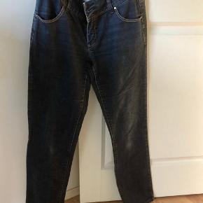Lækre jeans str 30/32😊   🌟🌟Se mine andre annoncer ved at klikke på mit navn. 🌟🌟  Giver god rabat ved køb af flere ting. Kan ses og prøves i Agedrup ved Odense, sender også gerne på købers regning (gratis i efterårsferien😊)🌟🌟