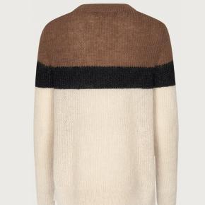 Munthe Kobus knit str.36 svarende også  til str.38 Ubrugt stadig med prismærke