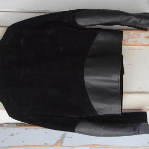 Beautiful Acne Gibson black jacket. Great condition. Same model as the now produced Axl but better quality.  Size 46/S.  Happy to send more pictures if need. Can be tried on at Vesterbro.