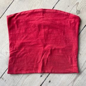 Rød top, brugt lidt med kan ikke ses
