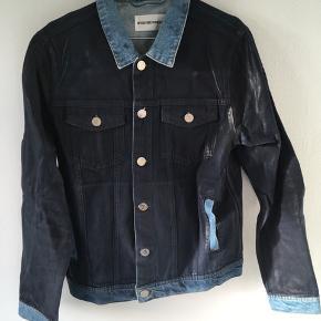 Won Hundred denim jakke. Aldrig brugt. Ny pris 1.800 kr.