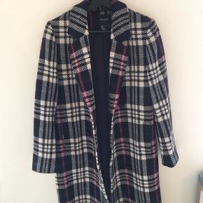Smuk jakke fra selected femme, kun brugt meget få gange. 😊 nyprisen var 1400😊